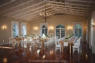 banquet style wedding decor and flowers 035 v 4